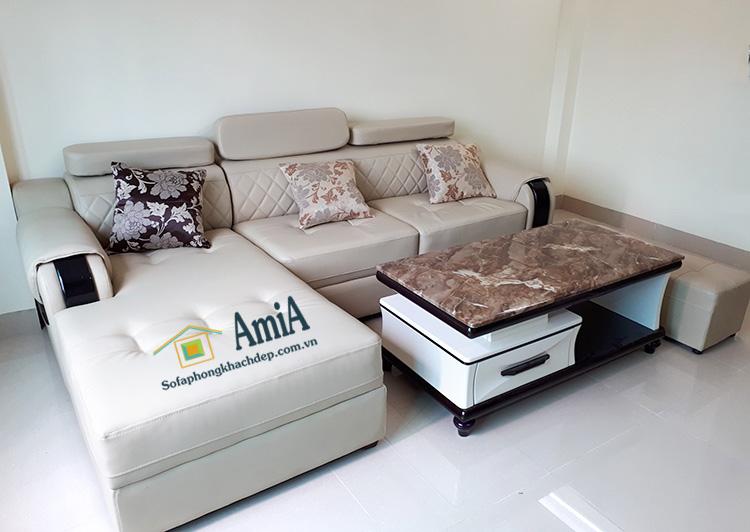 Hình ảnh Bàn trà sofa mặt đá nhập khẩu bài trí trong phòng khách gia đình cùng ghế sofa đẹp