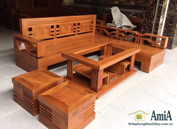 Hình ảnh Ghế sofa chữ L gỗ kết hợp cùng bàn trà gỗ đẹp