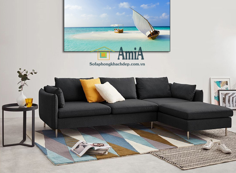 Hình ảnh Ghế sofa nỉ chữ L đẹp màu sậm bài trí trong phòng khách gia đình