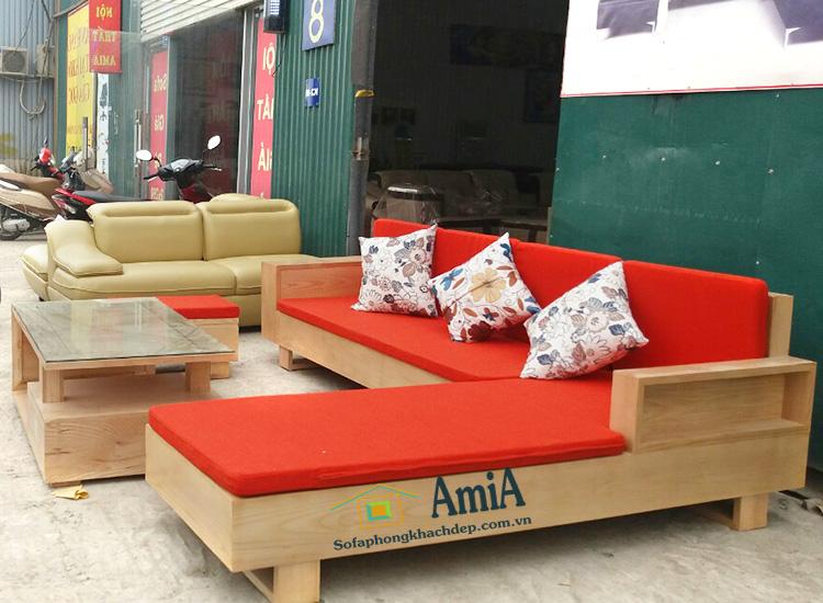 Hình ảnh Sofa gỗ đẹp hiện đại đệm nỉ màu cam thật êm ái và nhẹ nhàng