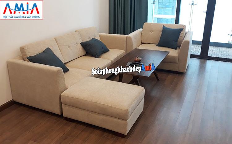 Hình ảnh Ghế sofa văng nỉ nhỏ phòng khách chung cư bài trí gần ban công căn phòng