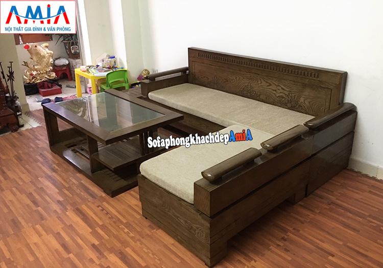 Hình ảnh Mẫu sofa gỗ phòng khách nhỏ thiết kế hình chữ L có đệm nỉ êm ái