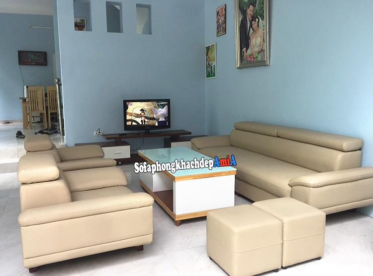 Hình ảnh bộ ghế sofa da phòng khách hiện đại bài trí đối xứng nhau rất đẹp