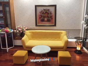 Hình ảnh Sofa nỉ đẹp cho phòng khách nhỏ dạng văng với màu vàng nổi bật