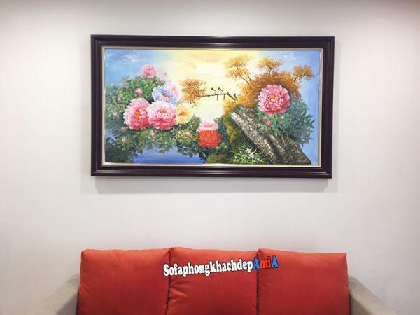 Hình ảnh Mẫu ghế sofa cho nhà nhỏ giá rẻ có gối tựa lưng êm ái màu cam