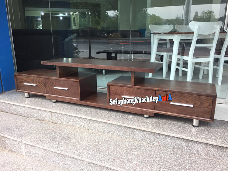Hình ảnh Kệ tivi gỗ màu óc chó với chất liệu gỗ sồi cao cấp