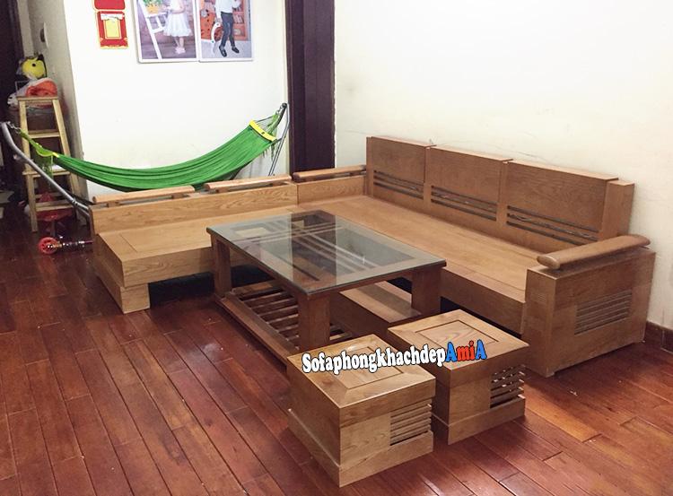 Hình ảnh Sofa gỗ góc cho phòng khách nhỏ gia đình giúp tiết kiệm diện tích