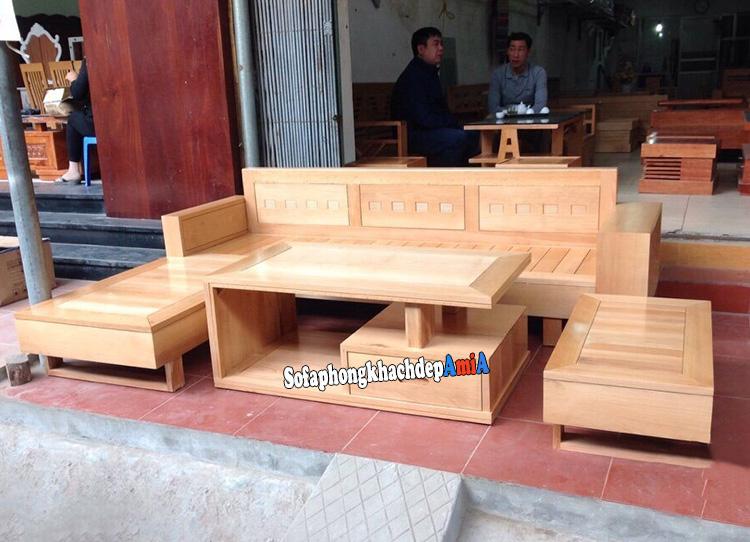 Hình ảnh Ghế sofa gỗ góc phòng khách đẹp chụp tại cửa hàng bán sofa