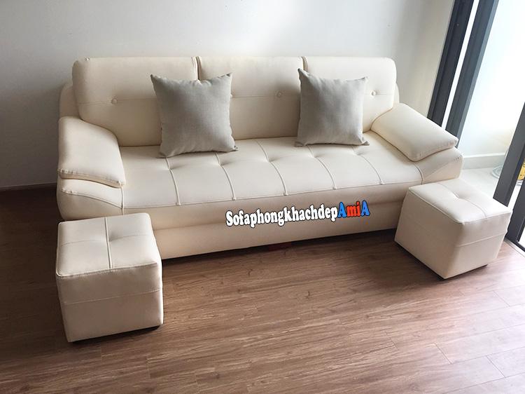 Hình ảnh Sofa văng da cho phòng khách nhỏ hẹp nhà chung cư bài trí gần cửa sổ lớn